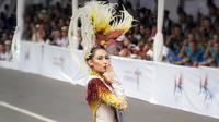 Frederika Alexis Cull saat tampil di Jember Fashion Carnival (JFC) 2019 (dok.Instagram@hasjimroshan/https://www.instagram.com/p/B0u8EDyhFM3//Devita Nur Azizah