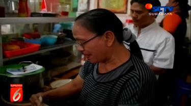 Berburu kuliner di Surabaya memang menyenangkan. Keliling kota sambil mencoba makanan tradisional yang kini makin langka. Apalagi kuliner legendaris yang telah berusia puluhan tahu.