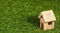Fasilitas Kredit Pemilikan Rumah (KPR) memberikan keringanan orang yang akan membeli rumah dalam hal pembayaran.