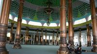 Masjid Al-Falah atau Masjid Seribu Tiang adalah masjid paling bersejarah sekaligus terbesar di Provinsi Jambi. (B Santoso/Liputan6.com)