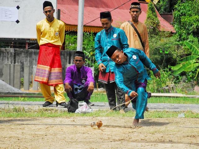 Membuka Pagi Dengan Menonton Adu Tangkas Gasing Pemuda Riau Regional Liputan6 Com