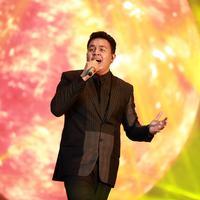 """Konser """"Dua Ruang"""" sukses dipersembahkan Ari Lasso dan Tulus. (Foto: Deki Prayoga/Bintang.com)"""