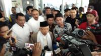 Cawapres Ma'ruf Amin menjenguk Ustaz Arifin Ilham di RSCM. (Liputan6.com/Ady Anugrahadi)