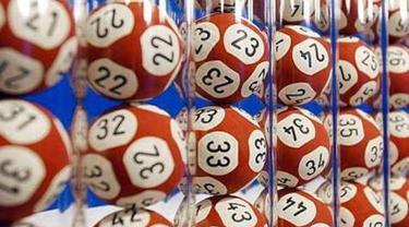 Tiket lotre dibuang ke tempat sampah 4