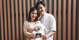 Tepat di hari Valentine ini, Dion Wiyoko membaw kabar bahagia dari sang istri. Fiona Anthony, kini tengah mengandung anak pertama mereka.  (Instagram/dionwiyoko)