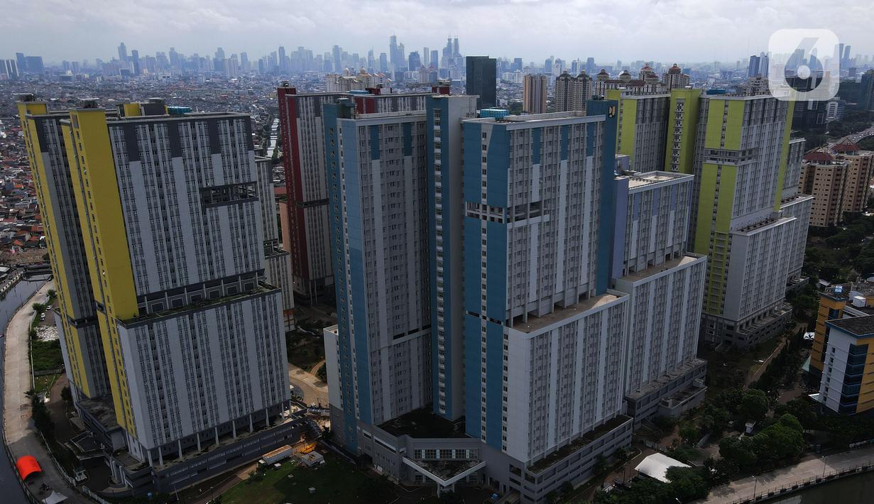 Foto aerial suasana Rumah Sakit Darurat Penanganan COVID-19 Wisma Atlet Kemayoran, di Jakarta, Selasa (2/2/2021). Pemerintah melalui Kemenkes mengizinkan semua rumah sakit jika memiliki fasilitas penanganan COVID-19 untuk memberikan layanan ke pasien COVID-19. (merdeka.com/Imam Buhori)