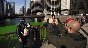 FOTO: Sungai Chicago Berubah Hijau Jelang Hari Santo Patrick