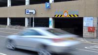 Seorang pengemudi mengaku kehilangan mobilnya, tapi ternyata ia lupa bahwa mobilnya parkir dalam suatu gedung parkir. (Sumber Manchester Evening News)