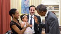 21 September 2015. Obama menyapa Alya Dorelien Bitar, putri dari Maher Bitar. (Via: dailymail.co.uk)