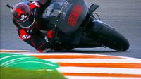 Aksi Jorge Lorenzo sebagai pembalap anyar Repsol Honda pada tes pramusim MotoGP 2019 di Valencia. (Twitter/MotoGP)