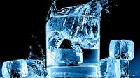 Yup, kamu yang tengah diet keras untuk mendapatkan perut rata bakal berakhir sia-sia jika masih minum air es atau air dingin. Kenapa?