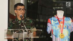 Kadisjasad Brigjen TNI Hasan memberi sambutan pada jumpa pers The Indonesian National Armed Forces International Marathon 2018 di Jakarta, Selasa (26/6). Lomba akan dilangsungkan di Kuta Beach, The Mandalika, Lombok. (Liputan6.com/Herman Zakharia)