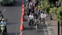 Gubernur DKI Jakarta Anies Baswedan bersama jajaran melakukan test jalur sepeda dari Jakarta International Veldrome menuju Balai Kota DKI Jakarta, Jumat (20/9/2019). Menurut Anies, dengan beralih ke sepeda ketergantungan kepada kendaraan bermotor bisa dikurangi. (Liputan6.com/Faizal Fanani)
