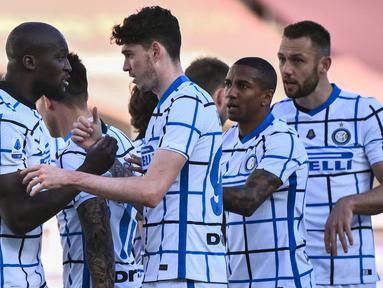 Gol kemenangan Inter Milan dilesakkan oleh Romelu Lukaku (penalti, 62') dan Lautaro Martinez (85'). Adapun gol balasan Torino dicetak Antonio Sanabria pada menit ke-70. (Foto: AFP/Marco Bertorello)