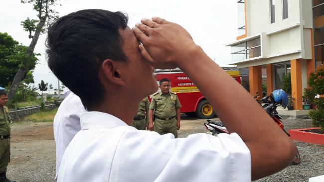 Hukuman untuk 4 Siswa SMK di Brebes yang Bolos Sekolah. (Liputan6.com/Fajar Eko Nugroho)