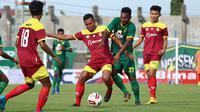 Persebaya Surabaya mengalahkan Persik Kediri 3-1 pada babak penyisihan Grup A Piala Gubernur Jatim 2020 di Stadion Gelora Bangkalan, Madura, Senin (10/2/2020). (Bola.com/Aditya Wany)