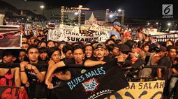 Para slankers memadati area konser perayaan ulang tahun ke-34 Slank di JIExpo Kemayoran, Jakarta Pusat, Selasa (26/12). Konser perayaan ulang tahun ke-34 Slank digelar bersamaan dengan acara BigBang Jakarta 2017. (Liputan6.com/Herman Zakharia)