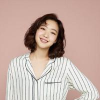 Kini Kim Go Eun bersiap untuk memperlihatkan kemampuan beraktingnya dalam film berjudul Sunset in My Hometown. Film komedi ini rencananya akan tayang pada 4 Juli 2018. (Foto: Soompi.com)