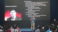 Managing Director of PT Elang Mahkota Teknologi (Emtek), Tbk Sutanto Hartono memberikan kuliah umum kepada ratusan mahasiswa ITB, Rabu (4/9/2019). (Liputan6.com/Huyogo Simbolon)