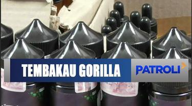 Polda Metro Jaya menangkap tiga tersangka kasus yang mendirikan industri narkoba rumahan cairan rokok elektrik mengandung tembakau gorilla.