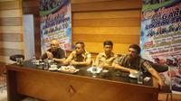 Nampak panitia 'Hayu Picnic ka Garut Lautan Sepeda' tengah melaksanakan konperensi pers dengan media (Liputan6.com/Jayadi Supriadin)