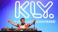 Tak ingin mengecewakan para penggemar, produser musik EDM itu pun langsung menghentak para pengunjung. (Bambang E. Ros/Bintang.com)