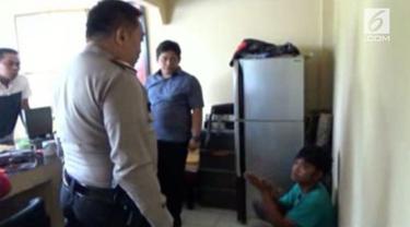 Seorang penjambret melakukan aksinya sambil memegang payudara korban ditangkap warga setelah korban berteriak menjerit minta tolong.