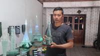 Akrobat Mantan TKI Bisnis Miniatur Monas hingga Menara Eiffel (Liputan6.com/Dian Kurniawan)