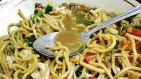 Bakmi nyemek, kuliner khas Banyumas, Jawa Tengah. (dok. Instagram @ekosoetarmo/https://www.instagram.com/p/BsrtNVjBIRX/)