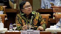 Menteri PPN/Kepala Bappenas Bambang Brodjonegoro mengikuti rapat kerja dengan Komisi XI di Gedung DPR RI, Jakarta, Rabu (19/9). Bambang memaparkan pagu anggaran 2019 untuk Kementerian PPN/Bappenas turun menjadi Rp1,781 triliun. (Liputan6.com/Johan Tallo)