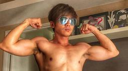 Berawal dari perutnya mulai membuncit dan berat badannya yang mencapai 78 kg. Rafael memutuskan untuk berolahraga setelah ia berhenti rutin olahraga selama 8 tahun. (Liputan6.com/IG/@rafaell_16)