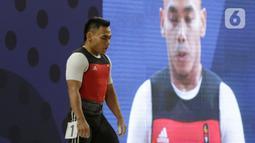 Lifter Eko Yuli bersiap melakukan angkatan saat SEA Games 2019 cabang angkat besi nomor 61 kg di Stadion Rizal Memorial, Manila, Filipina, Minggu (1/12/2019). Dirinya meraih emas dengan total angkatan 309 kg. (Bola.com/M Iqbal Ichsan)