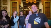 Ahamd Dhani kompak buka puasa bareng Mulan Jameela dan mantan suaminya. 9Sumber: YouTube/VIDEO LEGEND)