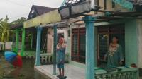 Puluhan rumah di Sidoarjo diterjang puting beliung (Liputan6.com/Dian Kurniawan)