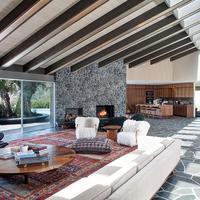 Rumah Adam Levine di Beverly Hills. (via. Celebuzz)