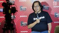 Founder dan CEO  Bukalapak Achmad Zaky memberikan keterangan kepada awak media saat merayakan HUT ke-8 Bukalapak di Jakarta, Rabu (10/1). (Liputan6.com/Faizal Fanani)
