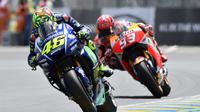 Valentino Rossi dan Marc Marquez ingin mempersembahkan balapan MotoGP Republik Ceko 2017 untuk mendiang Angel Nieto. (JEAN-FRANCOIS MONIER / AFP)