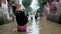 Banjir merendam ratusan pemukiman di Cipinang Melayu (Liputan 6 SCTV).