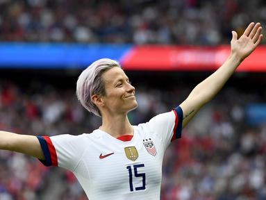 Megan Rapinoe berhasil membuktikan diri kepada Donald Trump dengan mengantar Amerika Serikat menjadi juara Piala Dunia Wanita 2019. (Photo by FRANCK FIFE / AFP)