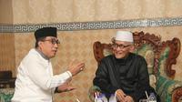 Kapolda Jatim Irjen Machfud Arifin dan Kapolrestabes Surabaya Kombes M. Iqbal berkunjung ke Pondok Pesantren Miftahul Sunnah. (Liputan6.com/Dhimas Prasaja)