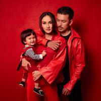 Rumah tangga Rio Dewanto dan Atiqah Hasiholan merupakan salah satu rumah tangga seberiti Indonesia yang jauh dari kabar tak sedap. Tak hanya itu, pasangan ini juga selalu terlihat harmonis di setiap kesempatan. (Foto: instagram.com/mariophotographie)