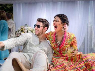 Manisnya Kemesraan Priyanka Chopra dan Nick Jonas saat pesta pernikahan (Liputan6.com/IG/@priyankachopra)