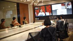 Menko Bidang Kemaritiman dan Investasi Luhut Binsar Pandjaitan memberi sambutan pada acara pemberian donasi Bank DBS Indonesia di Jakarta, Kamis (14/5/2020). Donasi peralatan medis dan sembako sebagai bentuk komitmen perusahaan menjalankan praktik bisnis dan perbankan. (Liputan6.com/Fery Pradolo)