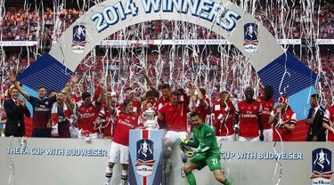 Arsenal sukses menjadi kampiun Piala FA usai membekuk Hull City 3-2 di Stadion Wembley, London, (18/5/2014). (REUTERS/Darren Staples)