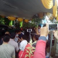 Jenazah Dianti Dyah Ayu Cahyani Putri tiba di kediamannya (Liputan6.com/Yandhi Deslatama)