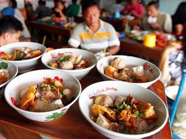 Kejadian unik terjadi pada hari kedua Lebaran. Secara serentak, hampir seluruh tukang bakso atau mie ayam diserbu pembeli. (Istimewa)