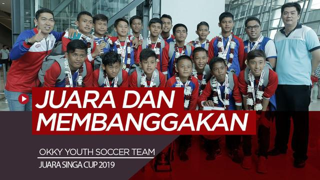 Berita video tim muda sepak bola dari Indonesia, Okky Youth Soccer Team, berbagi sedikit pengalaman juara di Singapura saat tiba di tanah air, Kamis (8/11/2019).