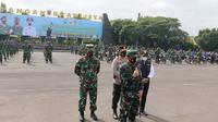 Apel Gelar Kesiapan Tenaga Vaksinator dan Tracer Covid-19 di Lapangan Makodam V Brawijaya, Surabaya,  Rabu (10/2/2021). (Dian Kurniawan/Liputan6.com)