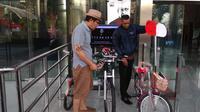 Wakil Ketua Komisi Pemberantasan Korupsi (KPK) Saut Situmorang menyumbangkan sepeda kesayangannya untuk ungkap kasus Novel Baswedan. (Istimewa)