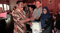 Sebanyak 860 ijazah lulusan SMK tertahan di berbagai sekolah selama bertahun-tahun. (Liputan6.com/Fajar Abrori)